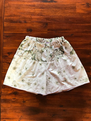 SIZE 6-8 WOMENS SNOW WHITE SHORTS
