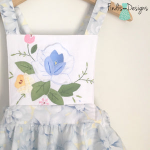 SIZE 5 - VINTAGE APPLIQUÉ TIE UP PINAFORE