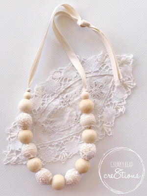 NATURAL WOOD AND LACE NECKLACE WHITE