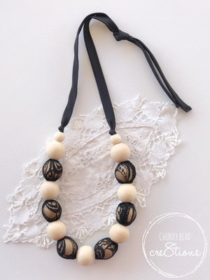 NATURAL WOOD AND LACE NECKLACE