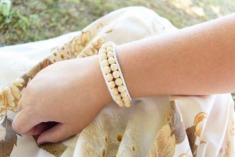 NATURAL WOOD BRAIDED BRACELET PURPLE