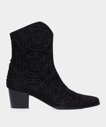 WYATT MEDALLION EMBROIDERED BLACK KIDSUEDE
