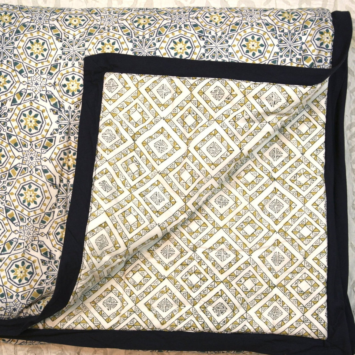 Quilt in Hand Block Marbella Gold Print Queen Size