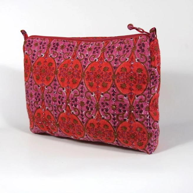 Travel Bag in Arabesque Hand Block Print, Compact Size