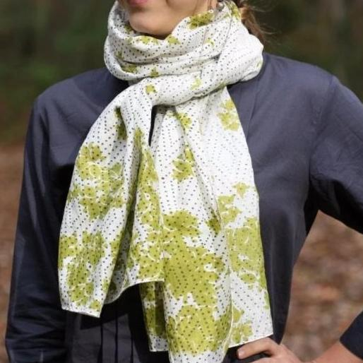 Scarf in meadow green floral print