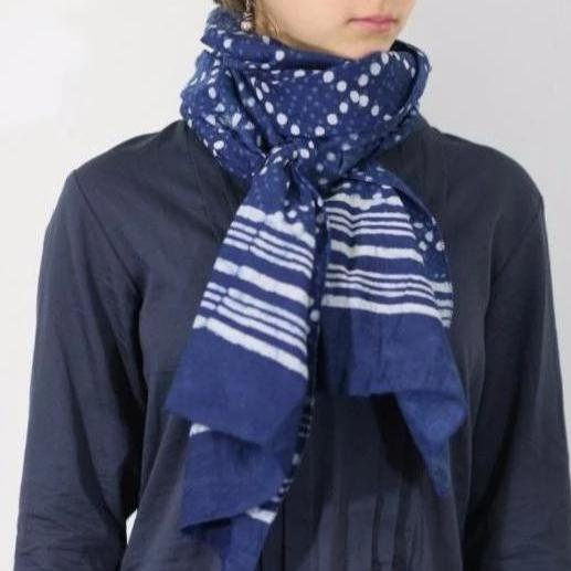 Scarf in indigo diamond print