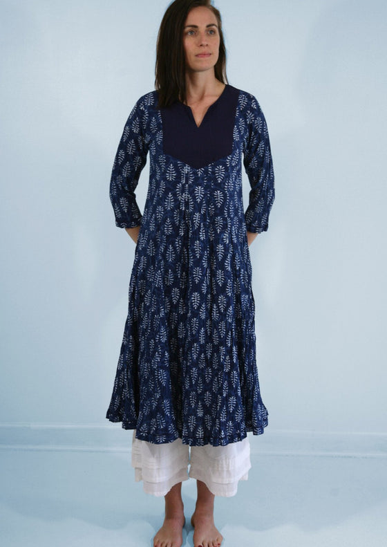 Kameez Crinkle Dress in Indigo Dabu Print