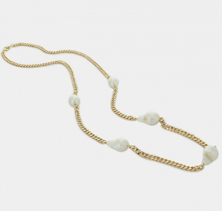 Chain Necklace with pearls.