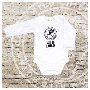 "BABY BODYSUIT WILD CHILD ""CRAFTED BY MOM AND DAD2 12-18 MONATE"