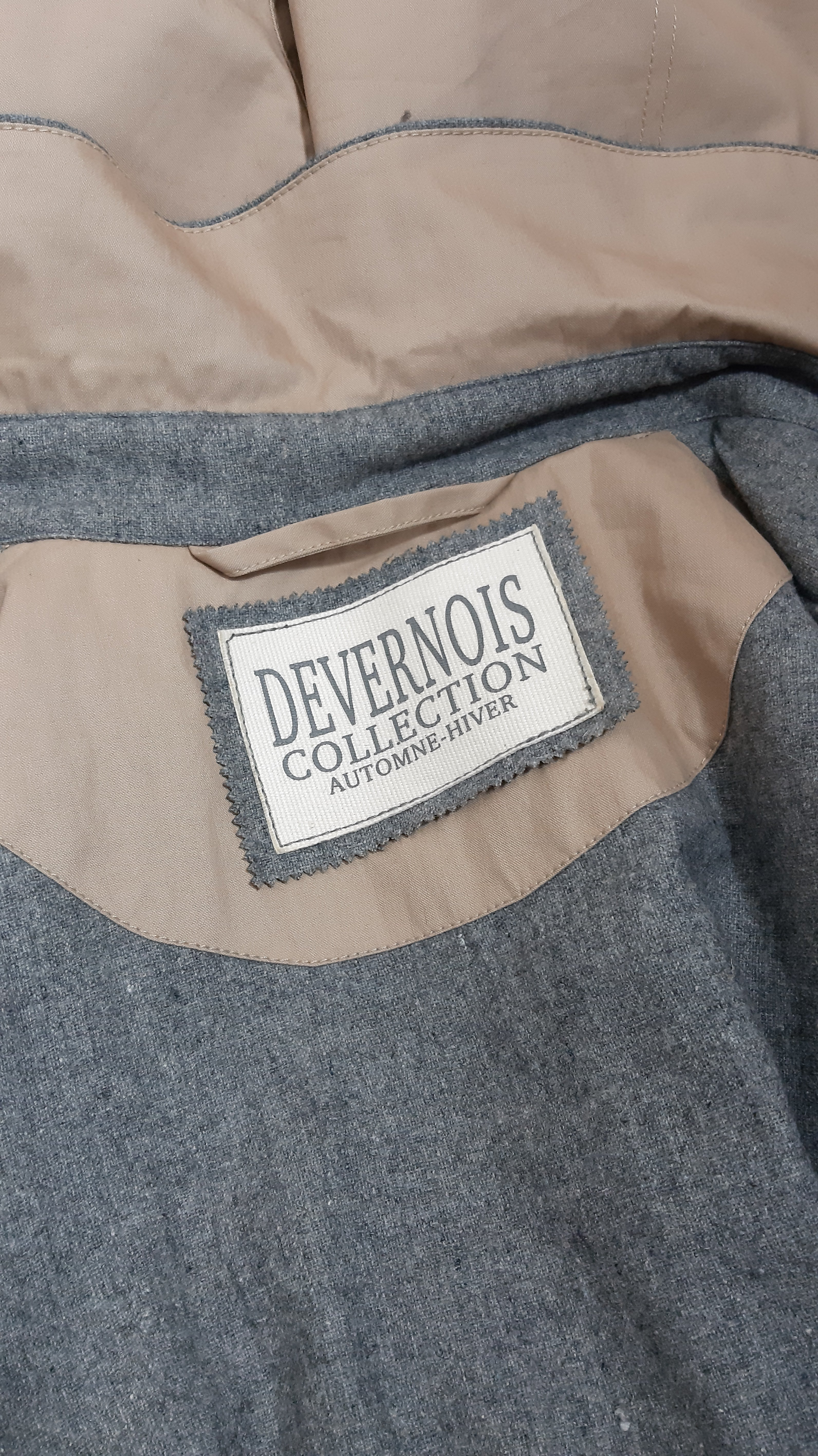 DEVERNOIS COLLECTION Automne-Hiver Mixed Textured and Colored Beige/Grey Trench Coat