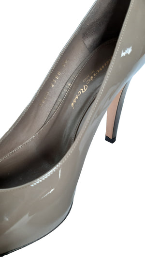 Gianvito Rossi Patent Leather Pumps in Grey Size 35 (EU)