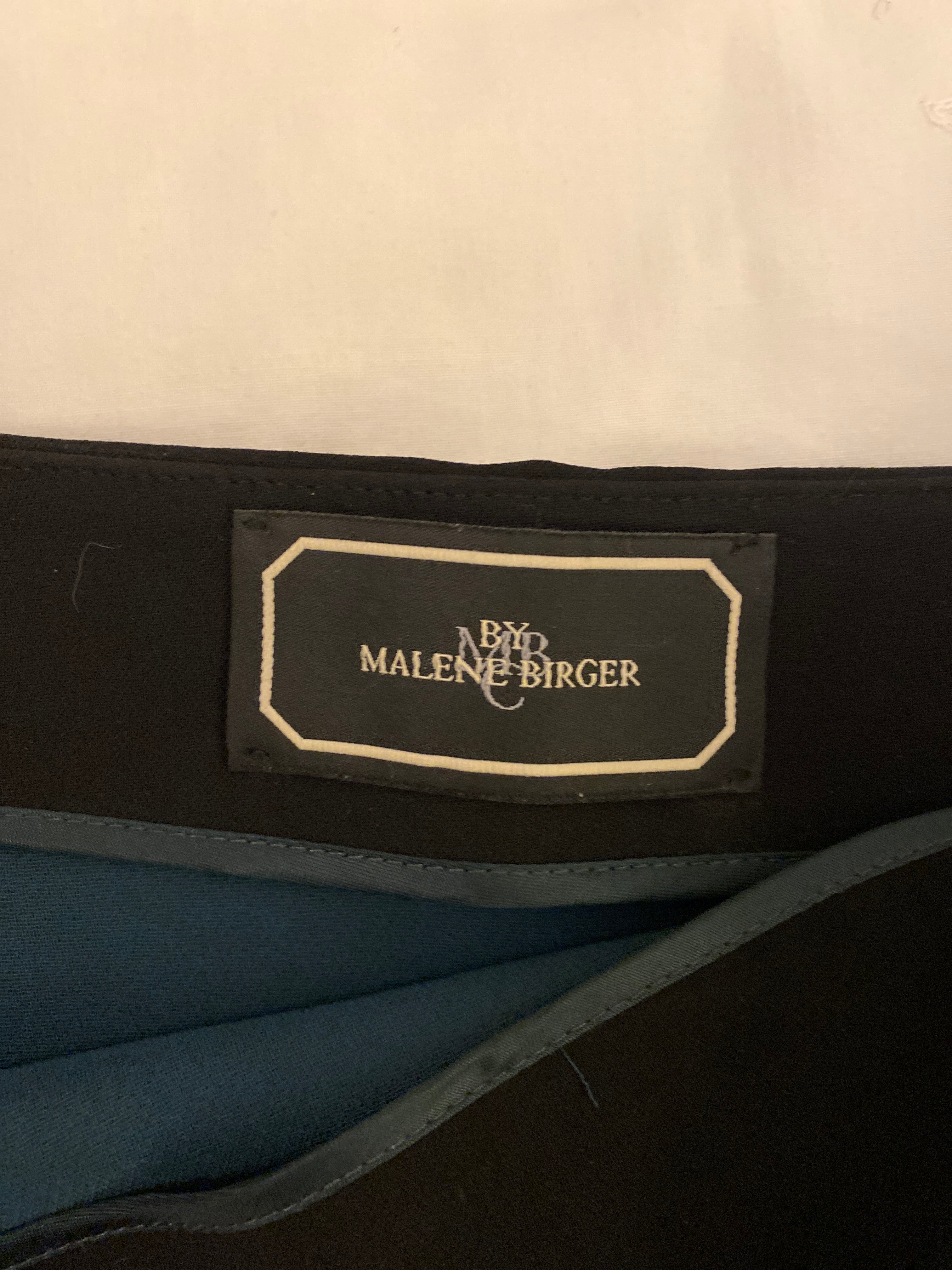 Malene Birger Very Nicely Cut Short Skirt in Black and Dark Green Interior Size 36 (EU)