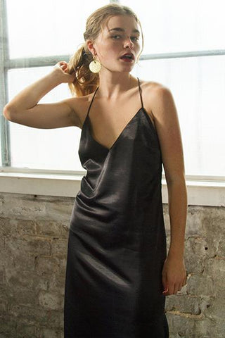 products/Pheiffer_high_plit_dress_BLACK_shakuahchi.jpg