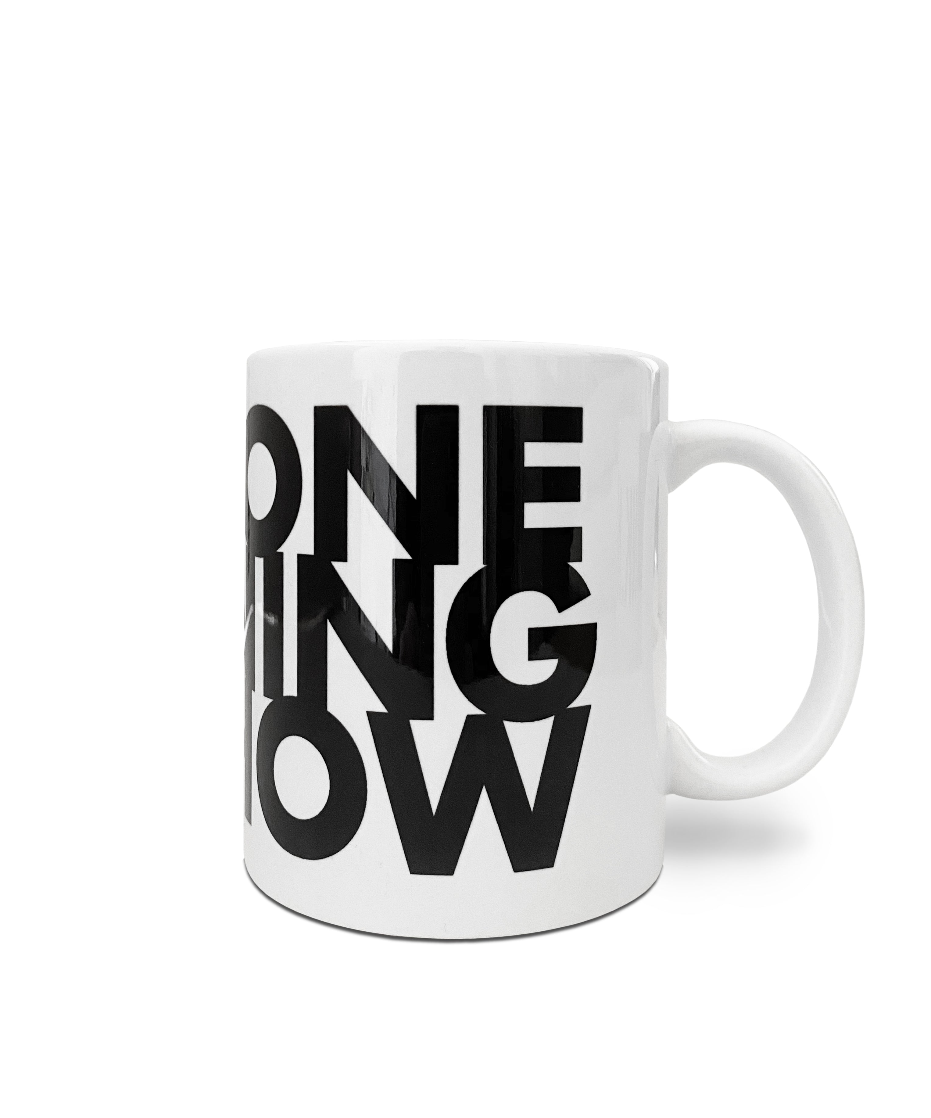 "Weiße Tasse mit Statement ""One Morning Show"" in schwarz"