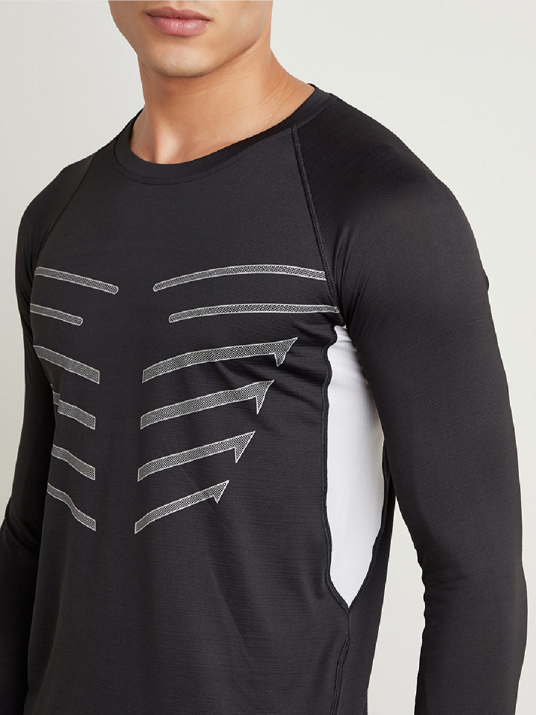 Fitkin Men Black & Grey Printed Round Neck Training T-shirt