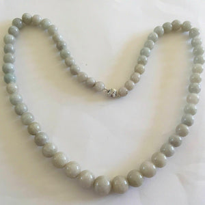 NWOT Heavy Round jade beads necklace with 14kt white gold clasp 26 inches