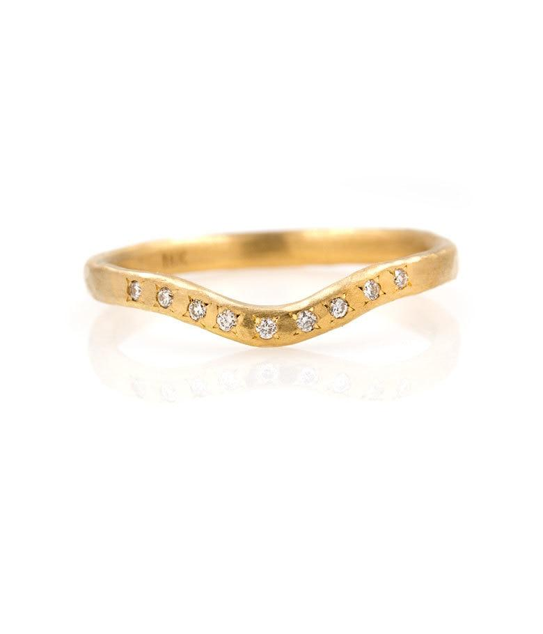 18k Gentle Curved Diamond Band