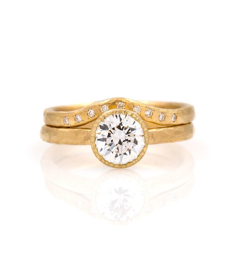 18k Round Solitaire Diamond Curved Set