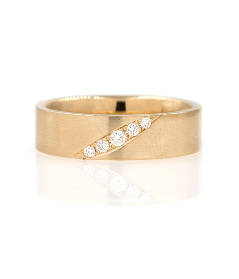 5mm band with diagonal diamonds