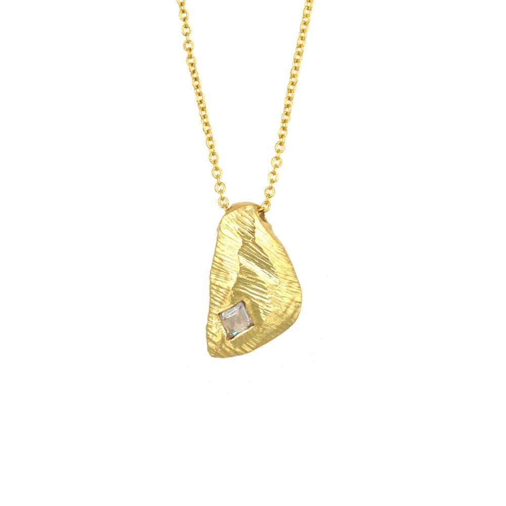 18k Triangular Carved Pendant