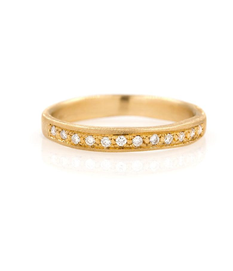18k 12 Diamond Shimmering Band