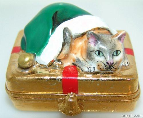 Santa Cat on gold present Limoges Boxes - Limoges Boxes Porcelain Figurines