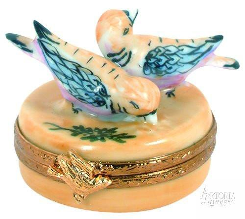 Two Turtle Doves - 12 Days of Christmas Limoges Boxes - Limoges Boxes Porcelain Figurines