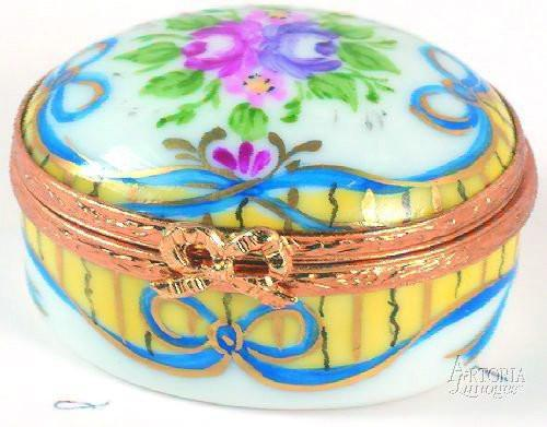 Small Oval: Recamier Jaune Limoges Boxes - Limoges Boxes Porcelain Figurines