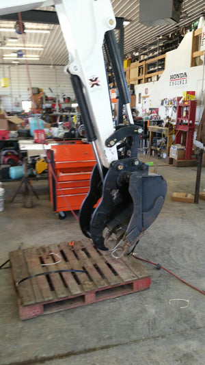 Bobcat E63 Pin-on Hydraulic Excavator thumb w/ Hoses