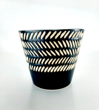 Load image into Gallery viewer, Tribal pattern pot