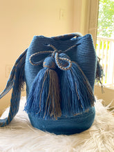 Load image into Gallery viewer, Classic  Wayuu Mochila - Azul