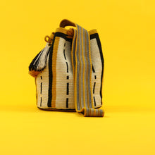 Load image into Gallery viewer, Classic Mochila Katia - Mustard