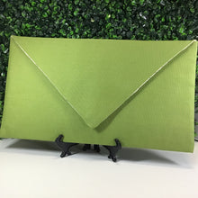 Load image into Gallery viewer, The Gracey Envelope Clutch