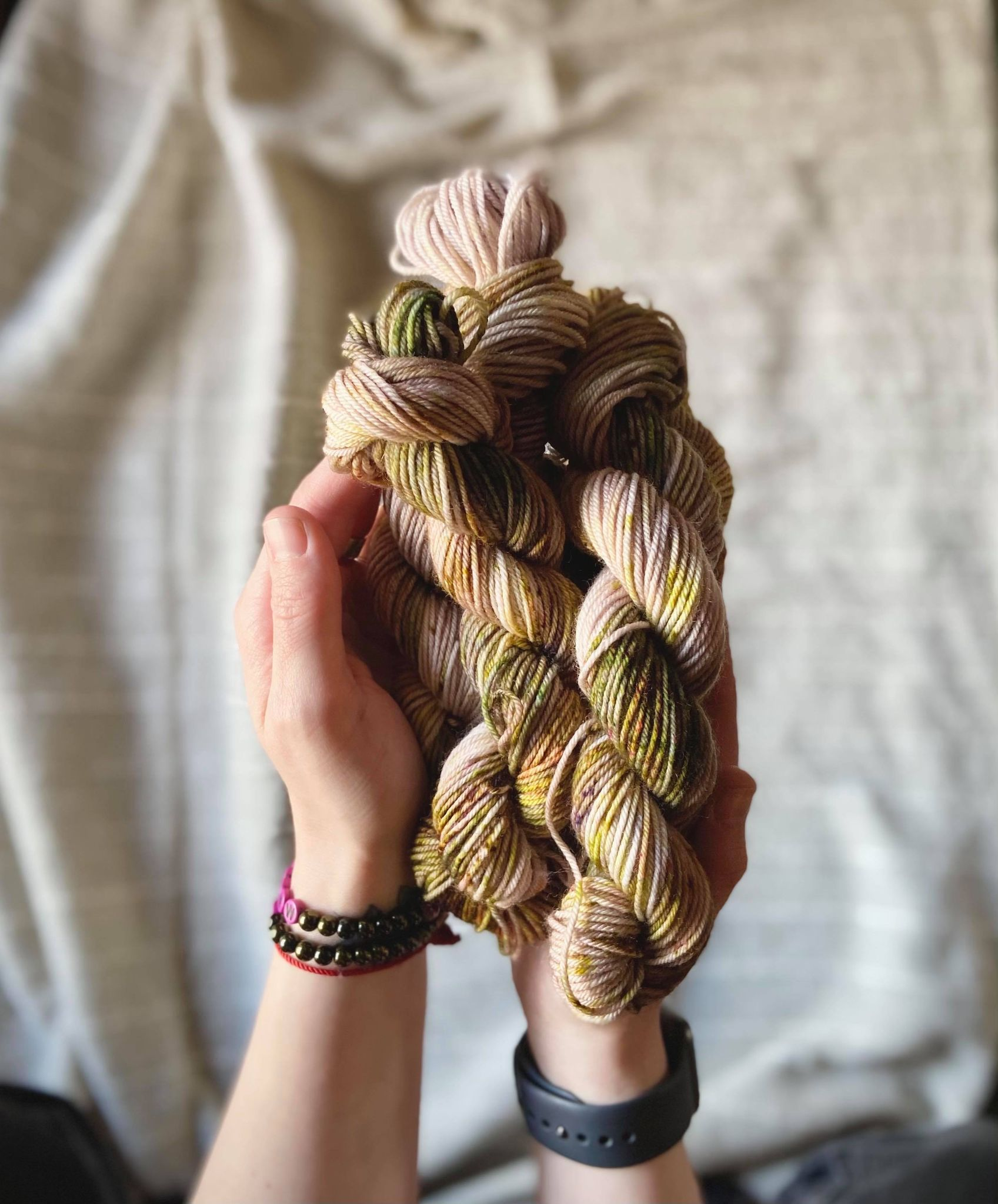 How to choose the perfect hand dyed yarn for your projects