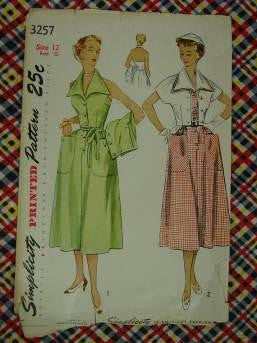 vintage pattern 50s dress have collars