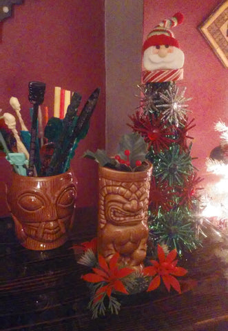 Tiki kitschmas Cats Like Us