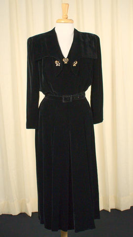 1940s Black Velvet Collar Dress