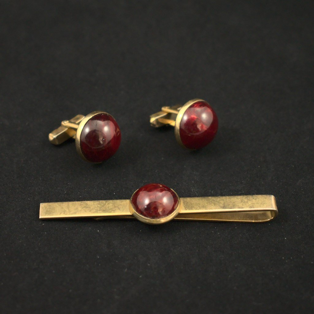 Burgundy Tie Bar & Cufflinks - Cats Like Us