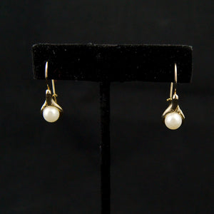 Calla Lily Pearl Earrings - Cats Like Us