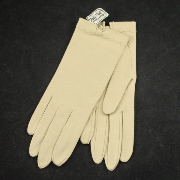 NOS Cream Scallop Bow Gloves - Cats Like Us