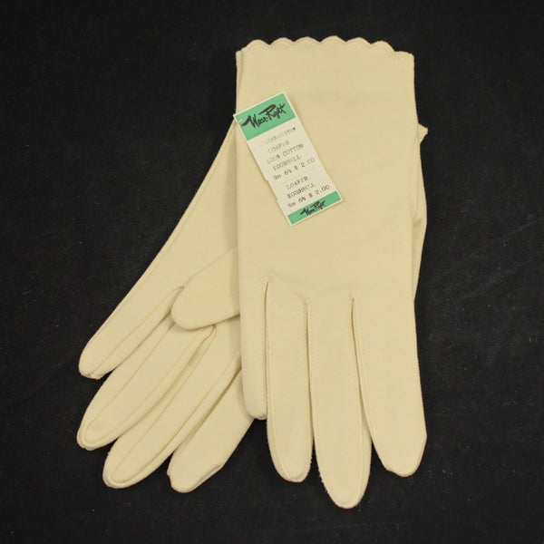 NOS Cream Scallop Gloves - Cats Like Us