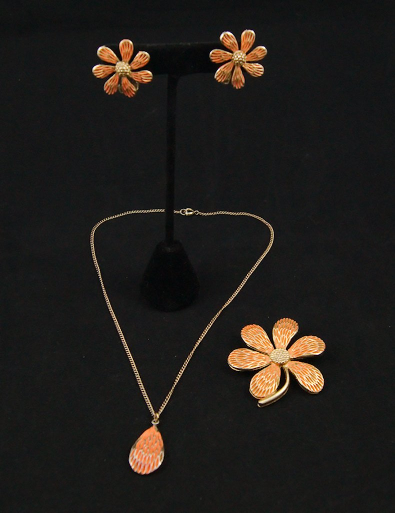 Peach Daisy Enamel Jewelry Set
