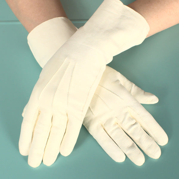 Short Cream Kid Skin Gloves