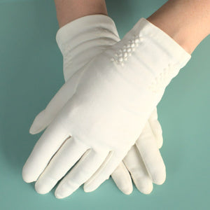 Short White Swirl Stitch Gloves - Cats Like Us