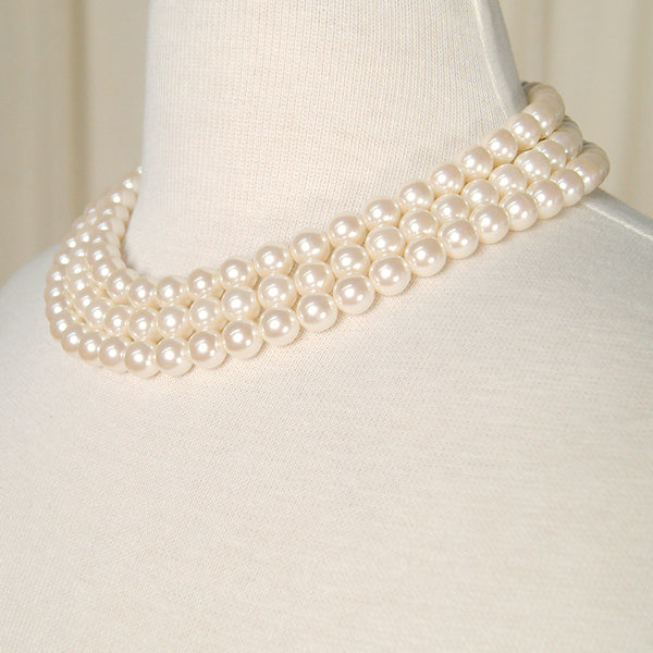 Tri Pearl Gold Clasp Necklace