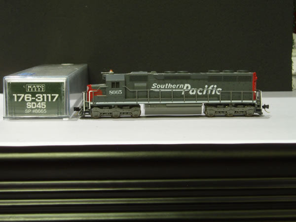 KAT-176-3117 - Southern Pacific SD-45 Locomotive - Road #8665