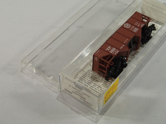 MTL-56250 - 33' Twin Bay Hopper, Rib Side - Southern Pacific #13300