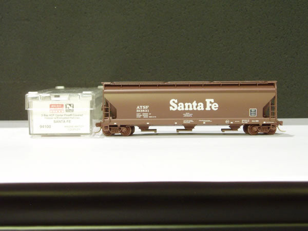 MTL-94100 - Santa Fe 3 Bay ACF Center Flow® Covered Hopper, w/Elongated Hatches - Road #313831