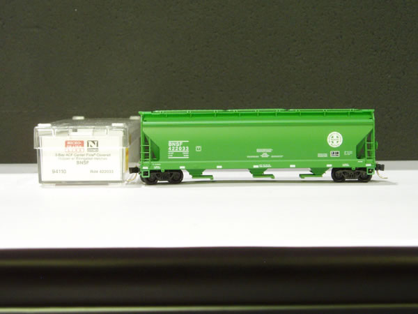 MTL-94110 - 3 Bay ACF Center Flow® Covered Hopper, w/ Elongated Hatches - Burlington Northern