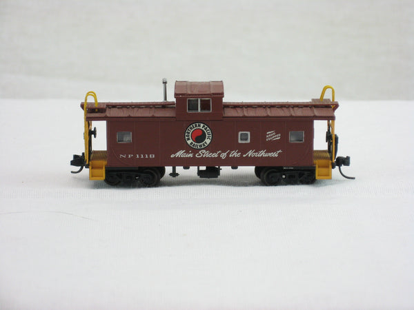 ATL-43044 - Standard Cupola Caboose - NP RD#1118 - N Scale